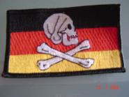 Aufnäher Pirat Skull + Bones seitlich Deutschland